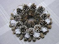 Новогодний, рождественский венок в экостиле из еловых и сосновых шишек, фото 1