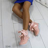 Ботинки зимние пудра эко-кожа внутри плотный густой мех, ботинки женские с лентами на тракторной подошве