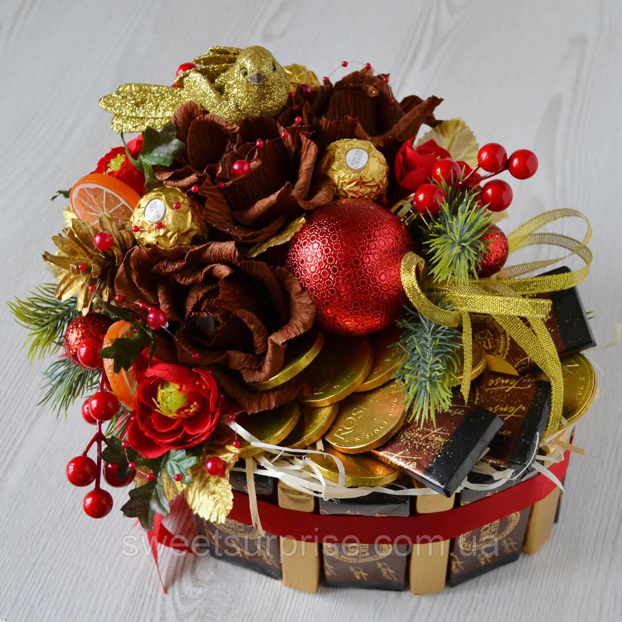 """Подарок на Новый год из конфет и шоколада """"Сердце"""""""