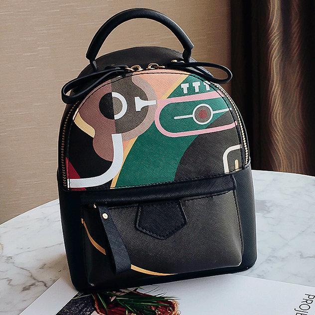 Женский рюкзак с абстрактным рисунком