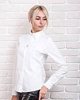 Классическая женская рубашка украшена геометрическим и растительным узорами, молочная