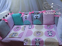 """Комплект в детскую кроватку """"Совушки с плюшем"""". Бортик на три стороны и постельное белье"""