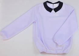 Блузка белого цвета с черным воротником Jolanda
