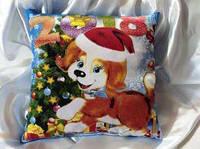 Двухсторонняя подушка с красочным новогодним рисунком
