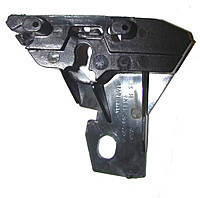 Кронштейн рамки решетки радиатора Sprinter 06- Пр.