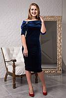 Элегантное велюровое платье с брошью