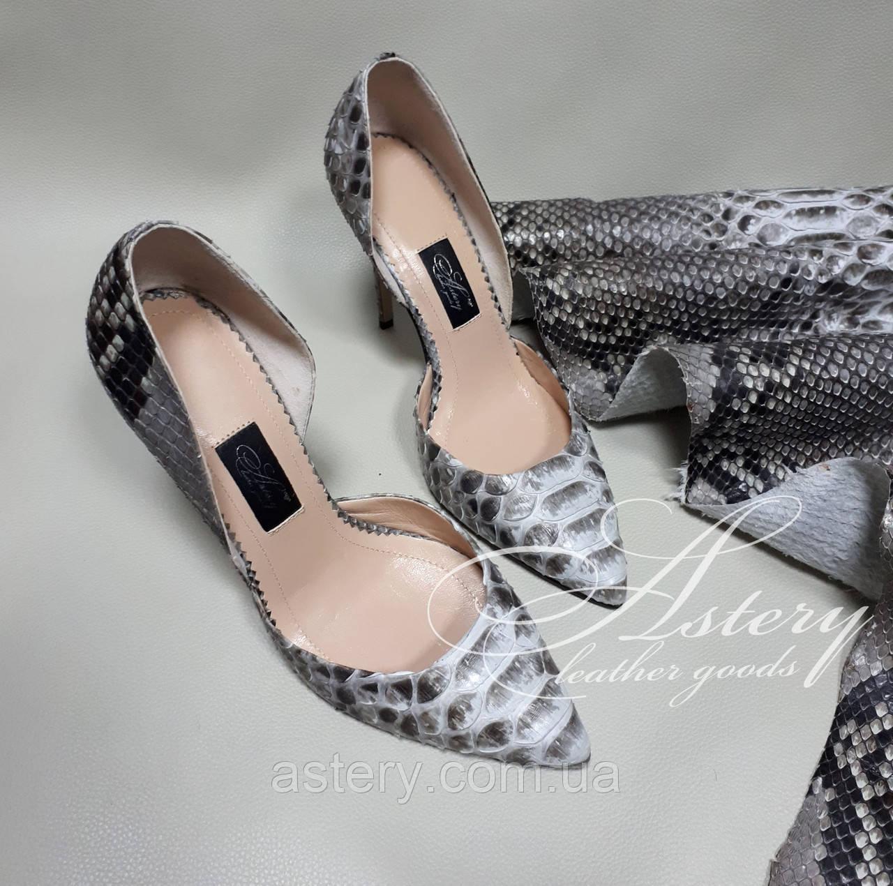 Женские туфли на каблуке из питона натуральной расцветки