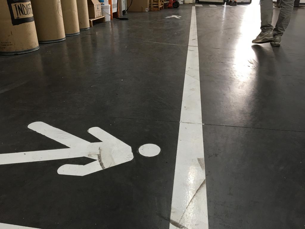 Покрытие бетона и нанесение разметки в складском помещении