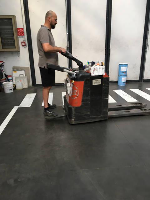 Покрытие бетона и нанесение разметки в складском помещении 3