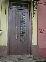 Полуторные, металлические двери с декором