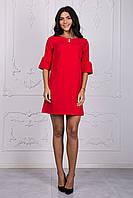 Короткое женское платье красного цвета