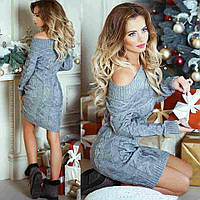 Элегантное вязаное платье с открытыми плечами серого цвета. АРТ-1006/1