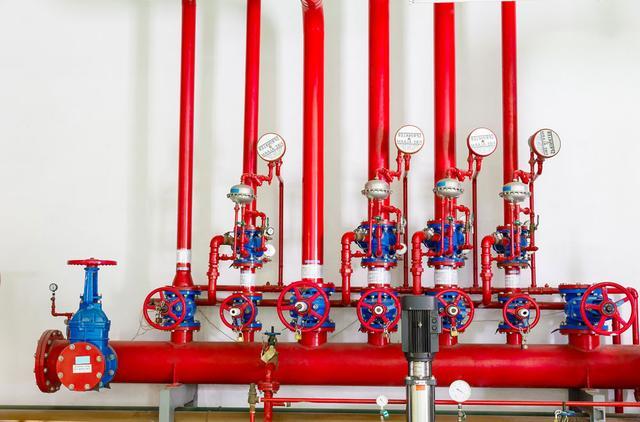 вариант внутреннего противопожарного трубопровода