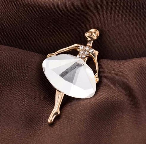 Брошь Балерина белый камень/бижутерия/ цвет золото
