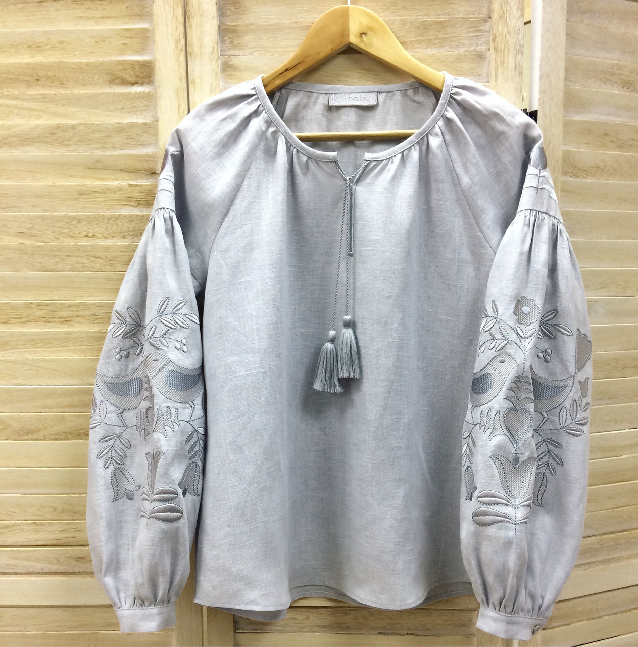 73da1290ea8767 Вишиванка з сірого льону вишита красивими ниточками в колір тканини, цена 1  075 грн., купить Київ — Prom.ua (ID#620585051)