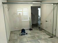 Стеклянная перегородка для зонирования помещения