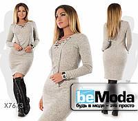 Модное приталенное женское платье с оригинальной шнуровкой на груди серое