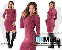 Модное приталенное женское платье с оригинальной шнуровкой на груди бордовое