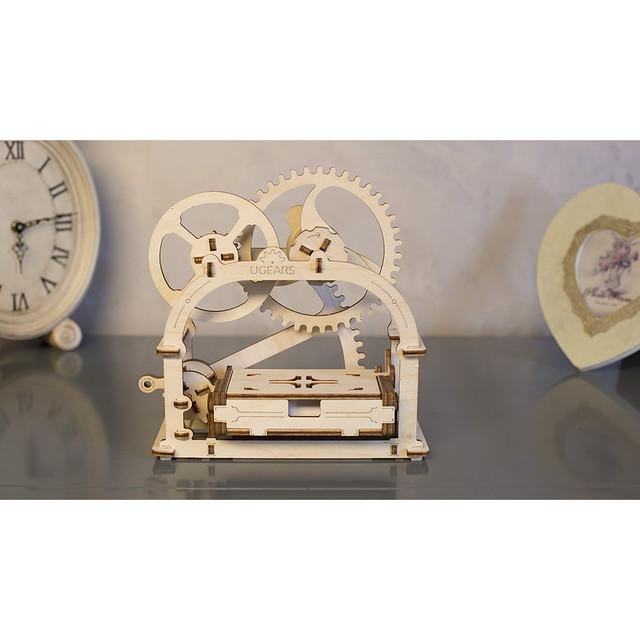 Собранная модель шкатулки Ukr-Gears, отличный подарок для детей и взрослых.