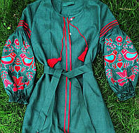 Вишита льняна сукня смарагдового кольору вишивка яскравих кольорів дерево з птахами