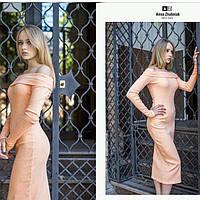 Длинное платье персикового цвета