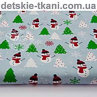 """Новогодняя ткань """" Зелёные ёлки и снеговики в шапках и с шарфом"""" на серо-голубом фоне № 1067а"""