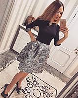 Женское красивое платье с украшением и пышной юбкой