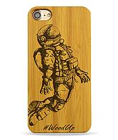 Деревянный чехол на Iphone 6 plus с лазерной гравировкой Космонавт