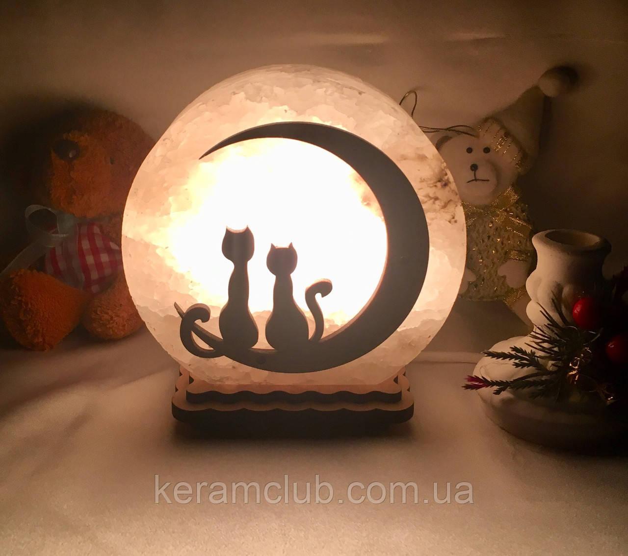 """Соляная лампа """"Котики на месяце"""""""