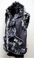 Женская безрукавка из овечьей шерсти и кожи с капюшоном