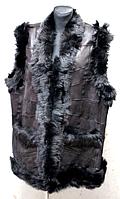 Теплая женская жилетка из кожи и овчины с черной опушкой