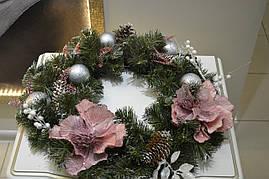 Рождественский венок в розовой гамме