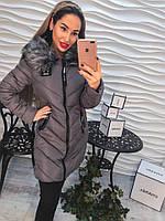 Красивое теплое пальто с капюшоном и мехом