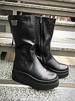 Зимние кожаные женские сапоги на платформе черные