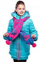 Яркая зимняя куртка красивого цвета