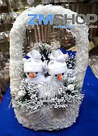 Новогодняя корзина с подсветкой Снеговики