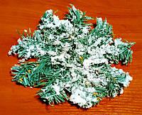 Венок еловый в снегу новогодний 20 см
