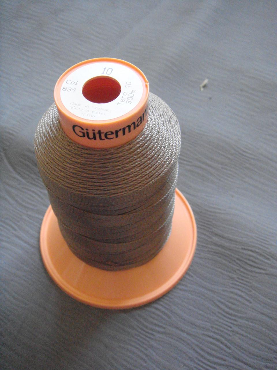 Gutermann Tera №10.  цвет 831 ( СВЕТЛЫЙ ХАКИ ).  300 м