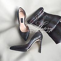 Женские туфли на каблуке из питона окрас изумрудный марсала
