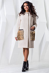 Пальто женское зимнее с натуральным мехом на карманах