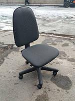 Кресло офисное б/у. Ткань офисная. Цвет:серый