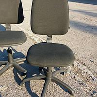 Кресло офисное б/у. Ткань офисная. Цвет:черный