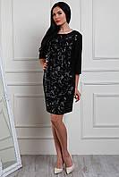 Элегантное женское платье украшено пайетками, черного цвета