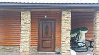 Накладка дубовая с резьбой на металлическую дверь.
