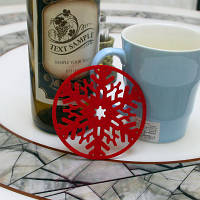 2PC Рождество Кофейный столик Вода Снежинка Coaster Изоляция Pad Coaster Doily Christmas Cup Coaster Диванная подушка