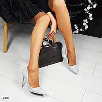 Туфли-лодочки на шпильке светло-серые