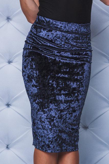 Велюровая юбка - футляр  т-синяя