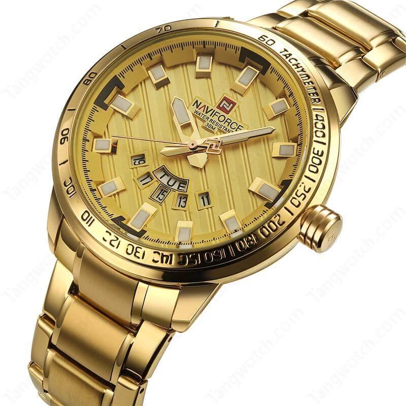 Мужские часы цвета желтое золото