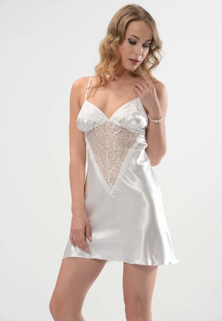 Снежно-белая атласная ночная рубашка для модниц
