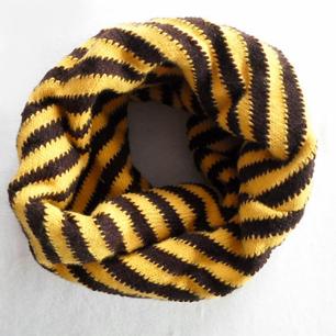 Дитячий в'язаний шарф - хомут
